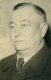 8747 Gustav Schwarting Porträt alt