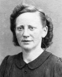 6899 neu MK Ladmann, Aline Porträt